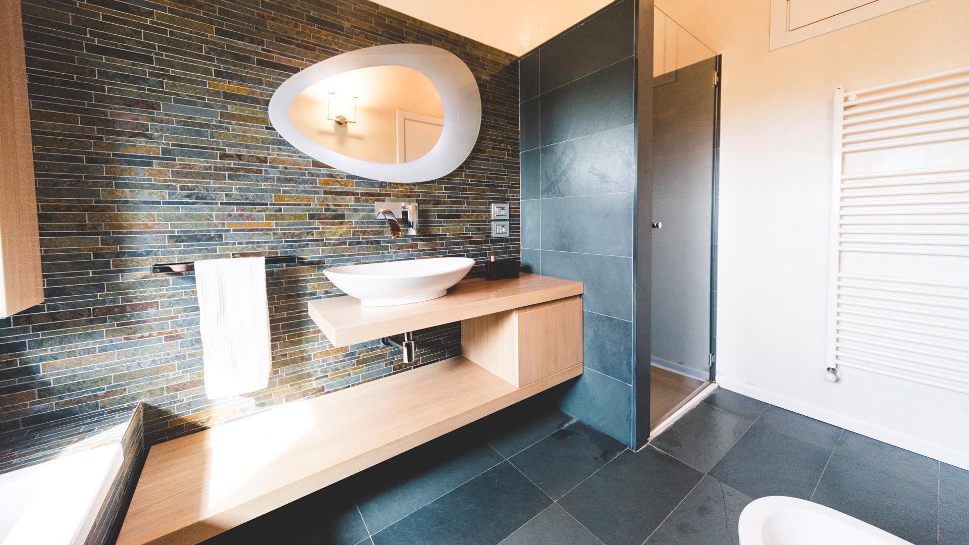 Bagno in ardesia la scelta giusta variata sul design - Aerazione naturale della casa ...