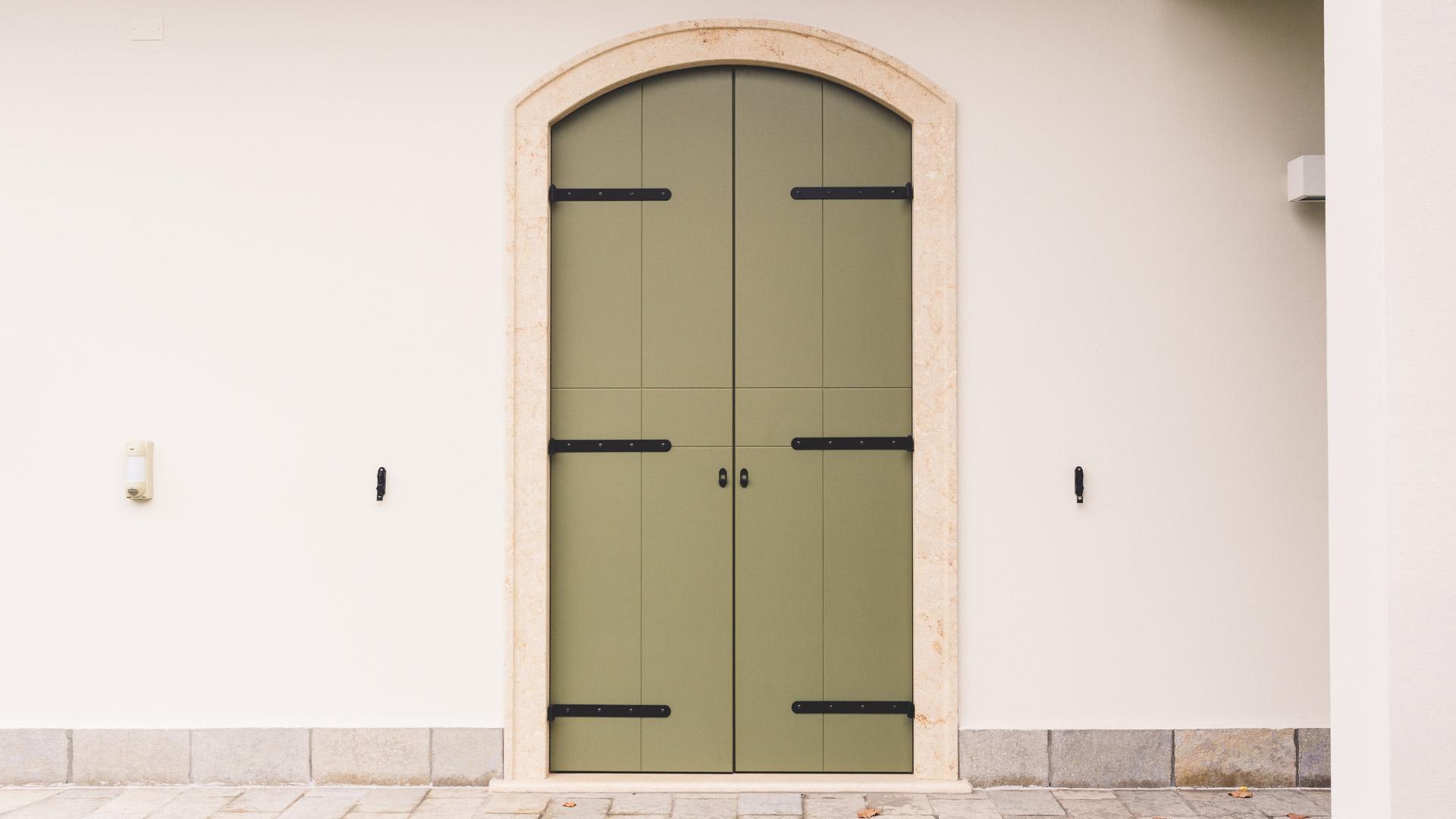 Lavorazione pietra naturale tufo e marmo ronconi profili per porte e finestre - Capottina parapioggia per porte e finestre ...