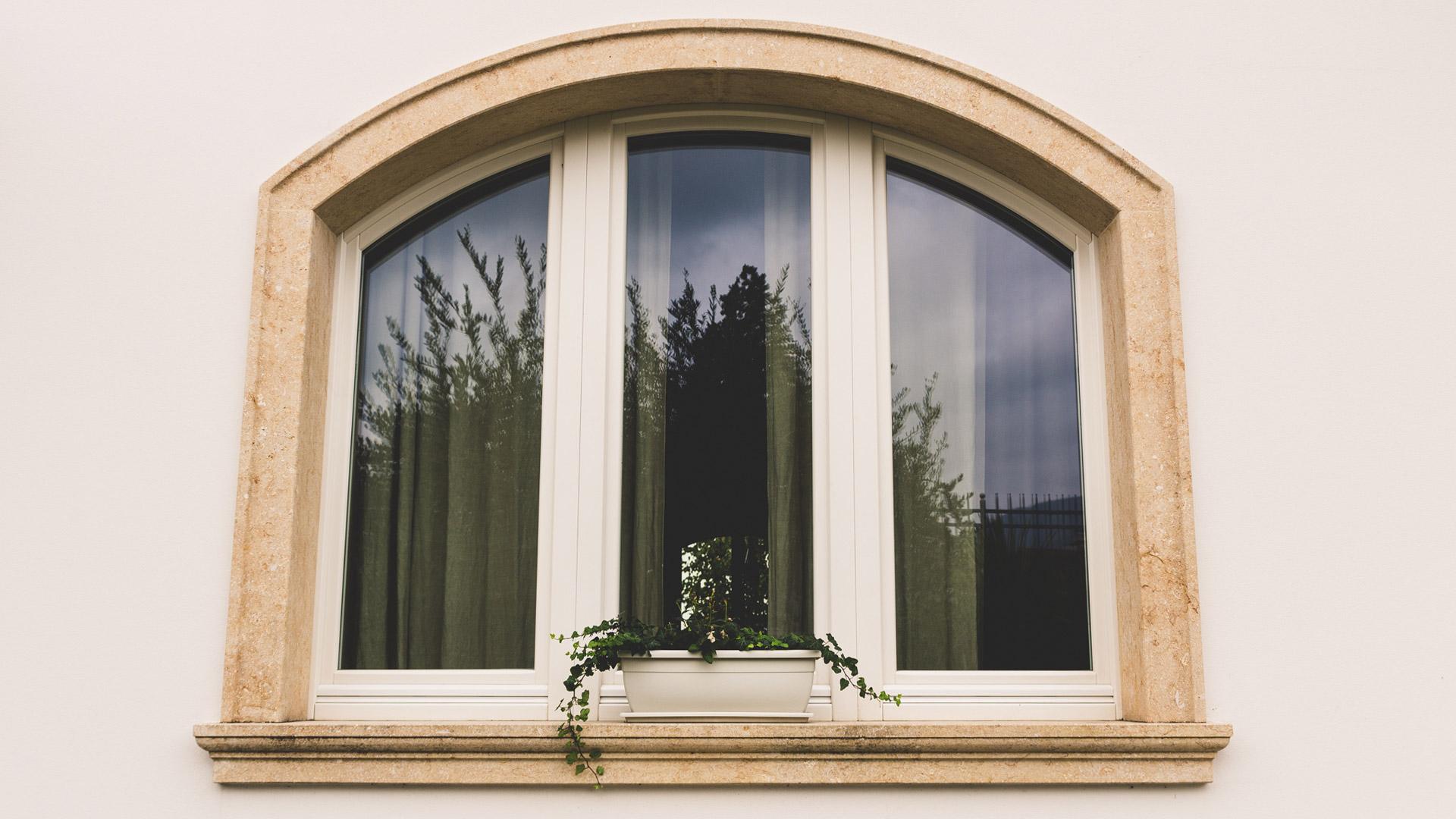 Lavorazione pietra naturale tufo e marmo ronconi - Profili per finestre ...
